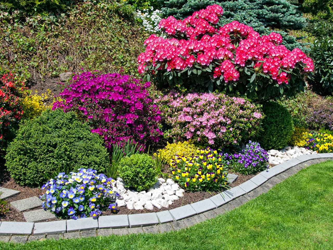 Flower Bed Edging Ideas And Easy Edging Tips 2020 Earlyexperts