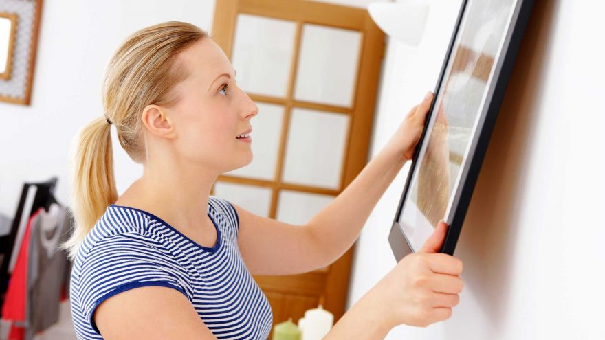 hang picture without damaging wall
